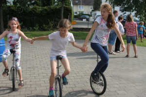 Einradfahren in der Gruppe