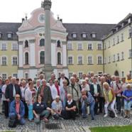 Die SPD-Seniorengruppe im Hof des Klosters Metten